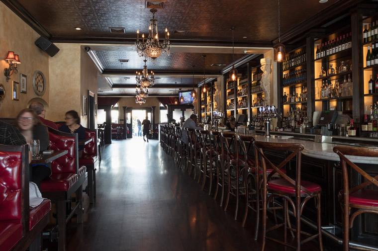 white plains restaurant interior