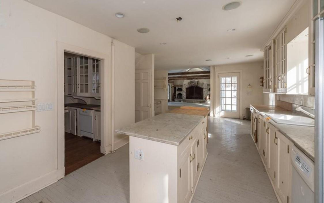 99 Tripp kitchen